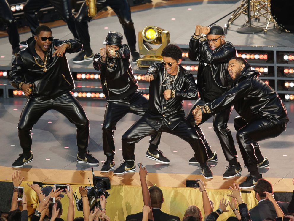 PHOTO: Bruno Mars performs during halftime of the NFL Super Bowl 50 football game on Feb. 7, 2016, in Santa Clara, Calif.