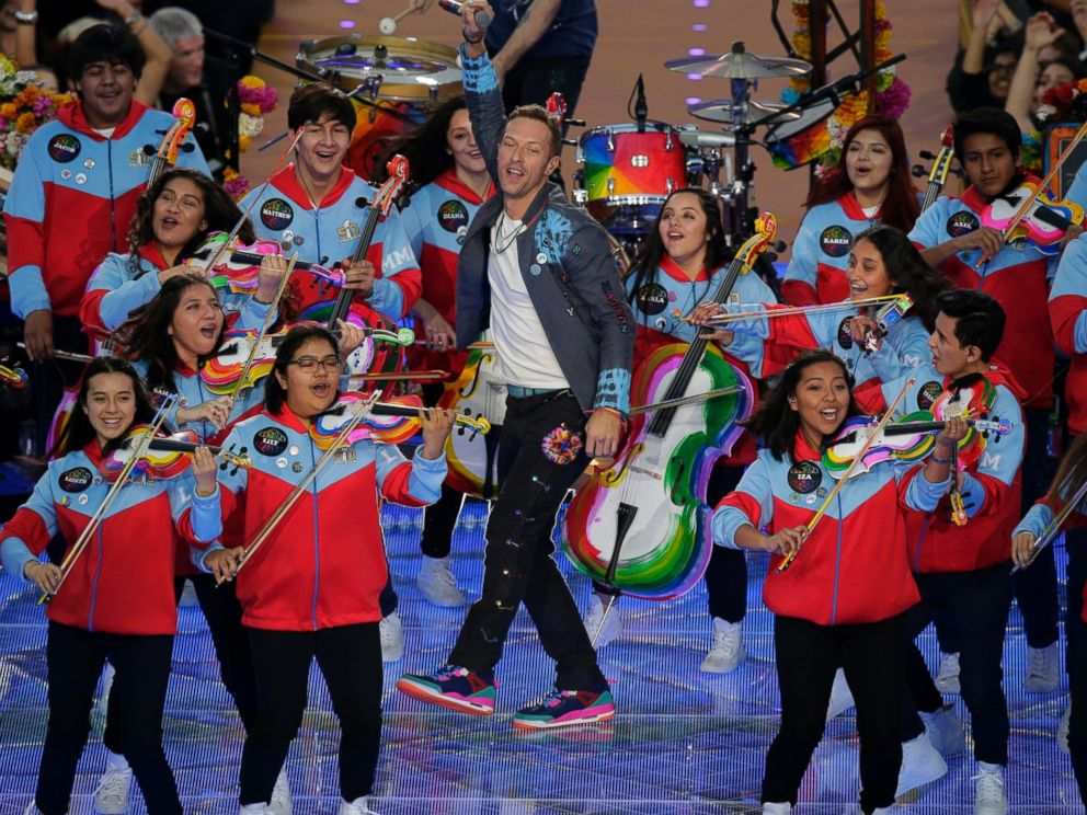 PHOTO: Coldplay singer Chris Martin performs during halftime of the NFL Super Bowl 50 football game on Feb. 7, 2016, in Santa Clara, Calif.