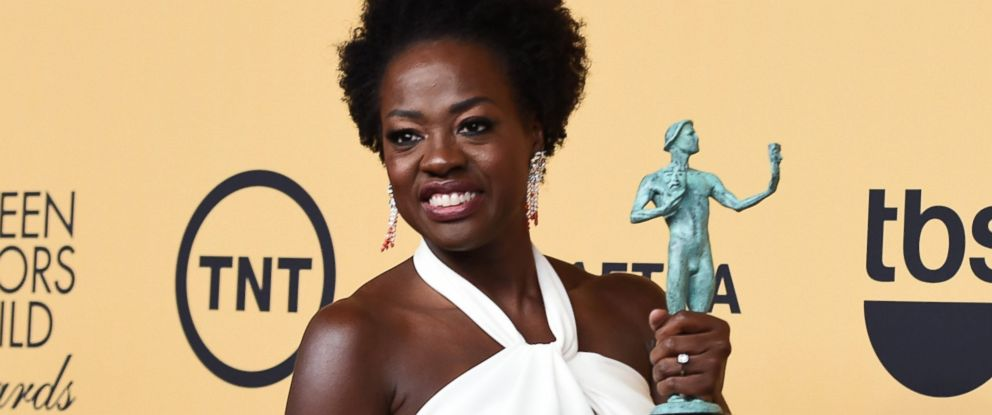 PHOTO: Viola Davis poses at the 21st annual Screen Actors Guild Awards at the Shrine Auditorium, Jan. 25, 2015, in Los Angeles.