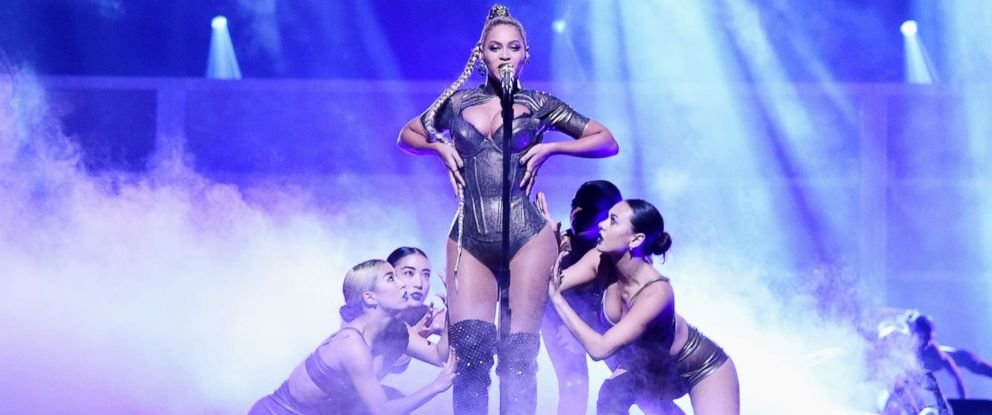 PHOTO: Beyonce performs on Oct. 15, 2016, in New York City.