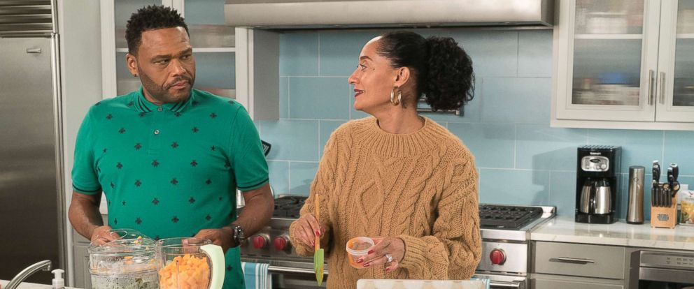 """PHOTO: Anthony Anderson, Tracee Ellis Ross in an episode on """"black-ish,"""" Jan. 16, 2018, on The ABC Television Network."""