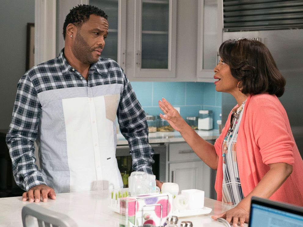 PHOTO: Anthony Anderson and Jennifer Lewis in a scene Black-ish.