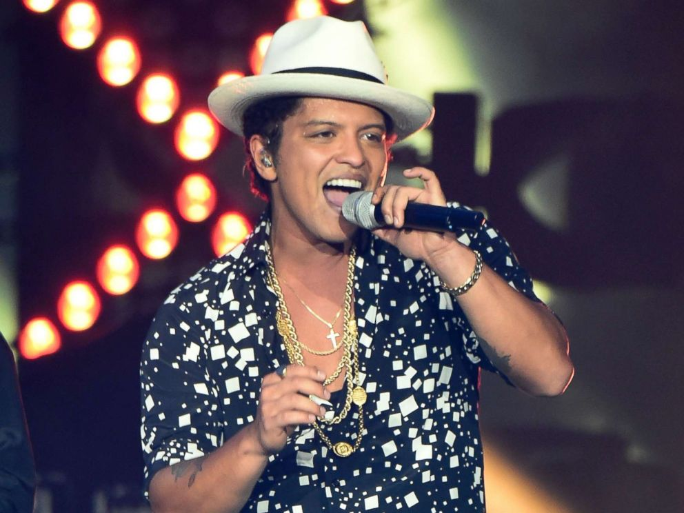 PHOTO: Musician Bruno Mars performs onstage during Rock in Rio USA at the MGM Resorts Festival Grounds, May 16, 2015 in Las Vegas.