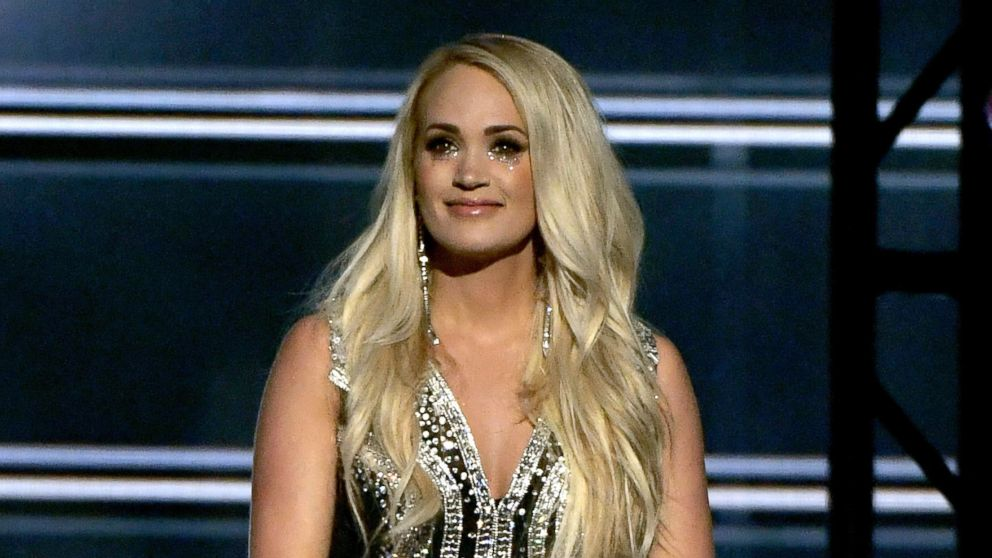 Carrie Underwood returns to stage at Country Music Awards for 1st time since accident