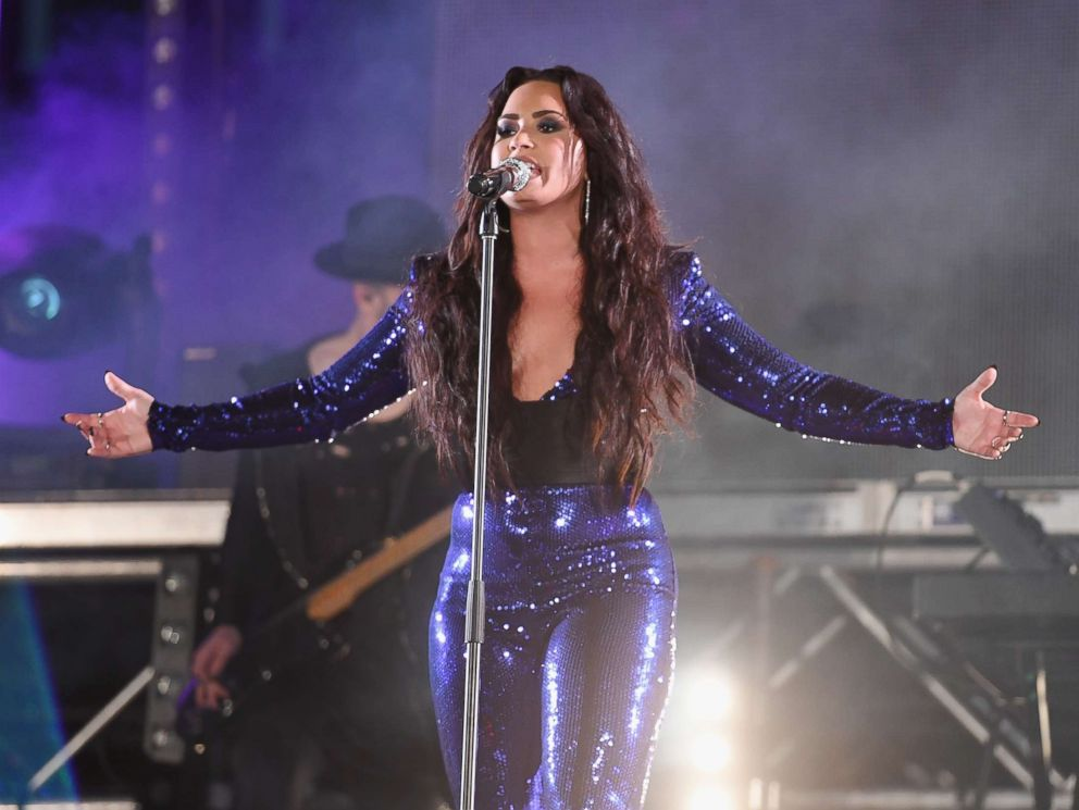 Demi Lovato Is Providing Free Therapy For Her Fans on Tour!