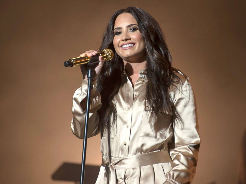 Demi Lovato Will Offer Free Group Therapy To Fans On 2018 Tour