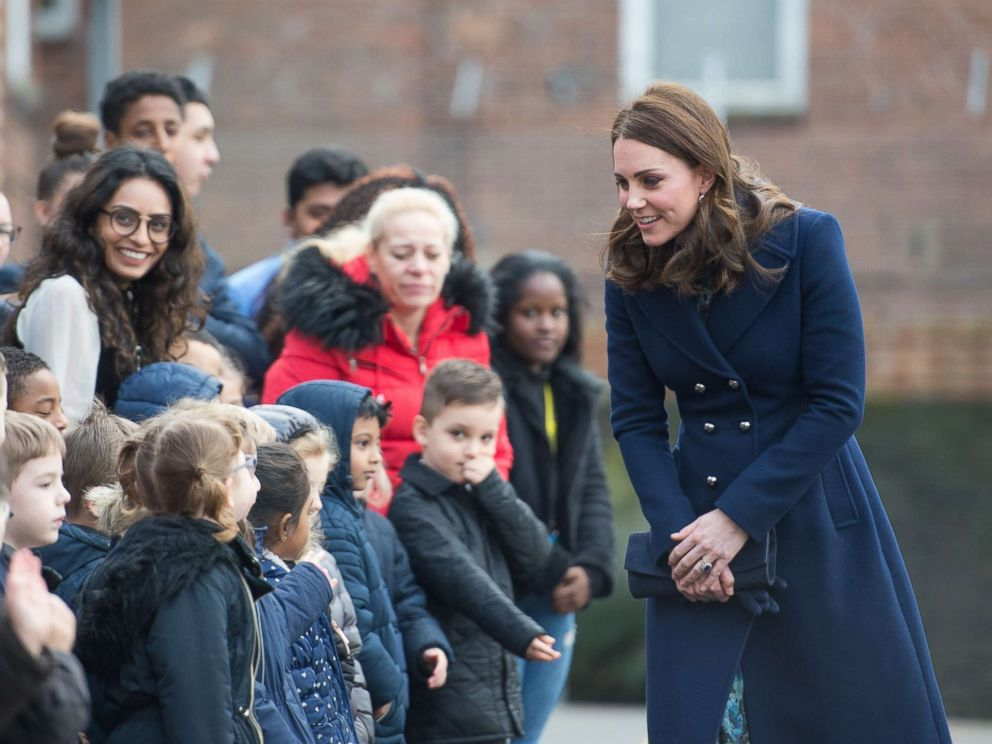 Pregnant Kate bonds with young children on school visit