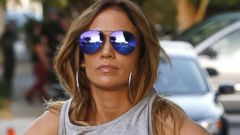 Jennifer Lopez Flashes Her Unbelievable Abs