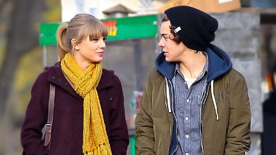 PHOTO: Star Harry Styles pictured with rumored girlfriend Taylor Swift as they take a walk around Central Park, New York City, New York, Dec. 2, 2012.
