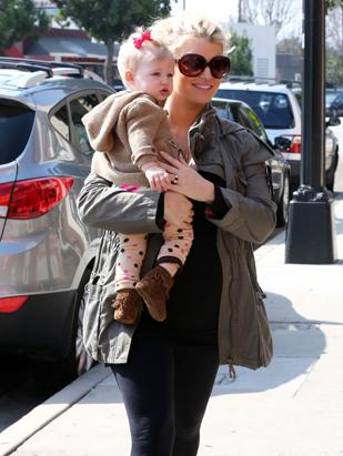 Jessica Simpson Flaunts Baby Bump