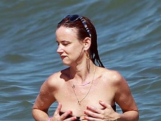 Photos: Juliette Lewis Nearly Loses Top