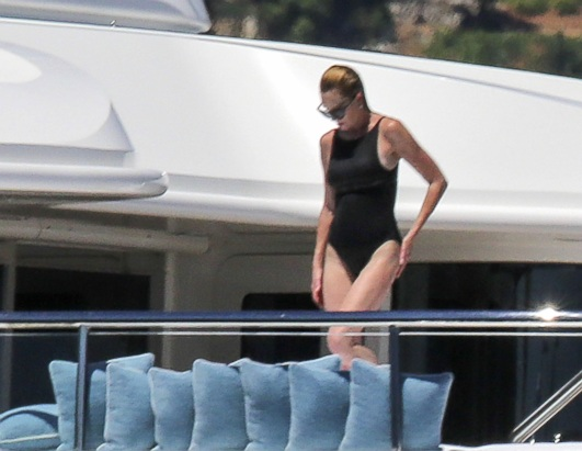 Helen Hunt Rocks Her Bathing Suit