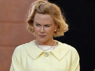 Photos: Kidman Channels Grace Kelly