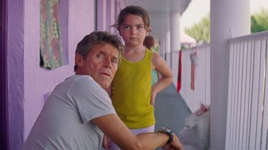 'PHOTO: Willem Dafoe and Brooklyn Prince appear in a scene from' from the web at 'http://a.abcnews.com/images/Entertainment/florida-project-ht-jpo-171116_16x9t_384.jpg'