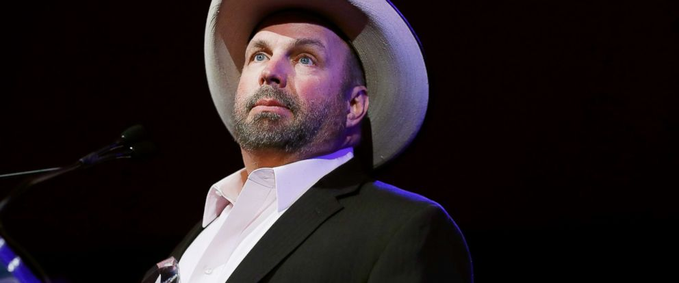 PHOTO: Garth Brooks attends T.J. Martell 42nd Annual New York Honors Gala on Oct. 17, 2017, in New York City.
