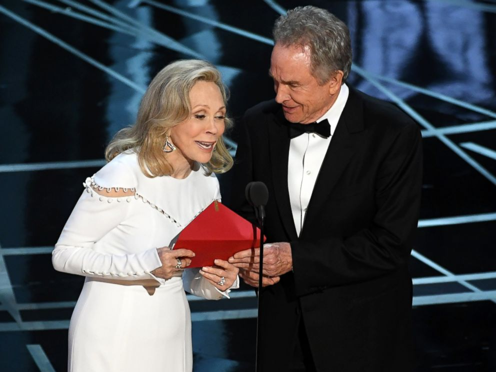 PHOTO: Faye Dunaway and Warren Beatty speak onstage during the 89th Annual Academy Awards on Feb. 26, 2017 in Hollywood, Calif.
