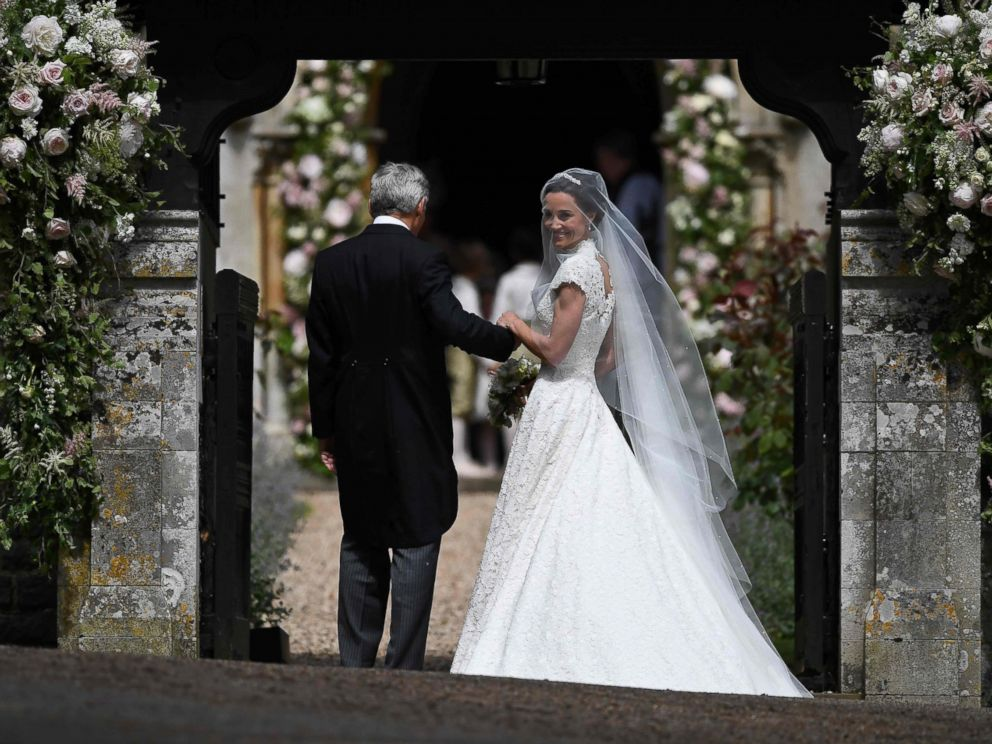 All the details of pippa middleton s wedding to james for Pippa middleton wedding dress buy
