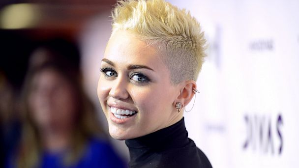 "PHOTO: Miley Cyrus arrives at ""VH1 Divas"""