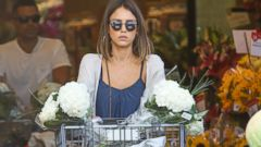 Jessica Alba Stops for Groceries