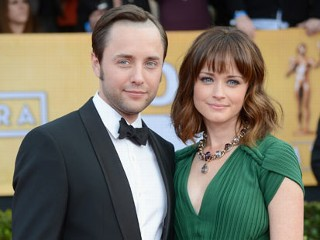 'Mad Men,' 'Gilmore Girls' Stars to Wed