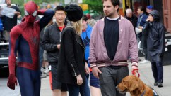 PHOTO: Emma Stone, Andrew Garfield, Spencer Stone and Ren, Emma Stone and Andrew Garfield's dog on the set of