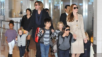 PHOTO: Brad Pitt, Angelina Jolie and their six children Maddox, Pax, Zahara, Shiloh, Knox, and Vivienne arrive  at Haneda International Airport, Nov. 8, 2011 in Tokyo, Japan.
