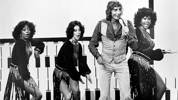 BARRY MANILOW WITH BACKUP SINGERS | Barry …