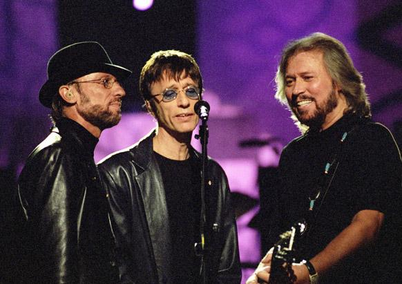 gty_bee_gees_perform_2001_2_ss_thg_12041