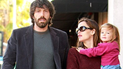 PHOTO: Ben Affleck, Jennifer Garner and Seraphina Affleck are seen in Santa Monica, Calif., Oct. 26, 2011 in Los Angeles, Calif.