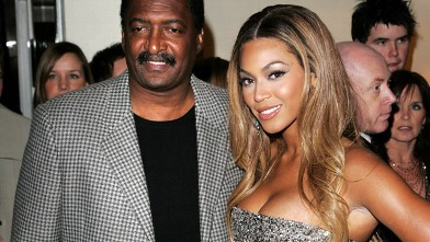 PHOTO: Beyonce Knowles and her father Matthew arrive at the UK premiere of &quot;Dreamgirls&quot; at Odeon Leicester Square, Jan. 21, 2007 in London.