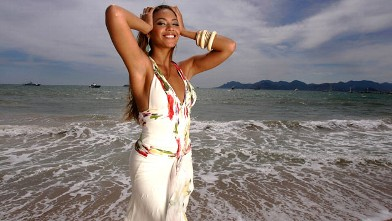 "PHOTO: Beyonce Knowles poses for a photo during a portrait session for the cast of ""Dreamgirls"" at the Carlton Hotel's Orange Lounge during the 59th International Cannes Film Festival, May 20, 2006 in Cannes, France."
