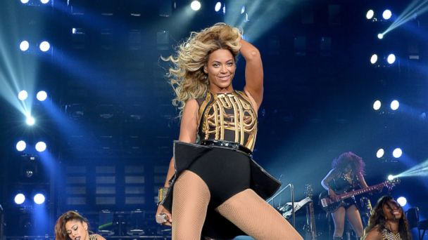PHOTO: Beyonce performs at the Staples Center in Los Angeles, Dec. 3, 2013.