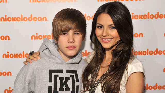 PHOTO: Justin Bieber and actress Victoria Justice attend the 2010 Nickelodeon Upfront Presentation at Hammerstein Ballroom on March 11, 2010 in New York City.