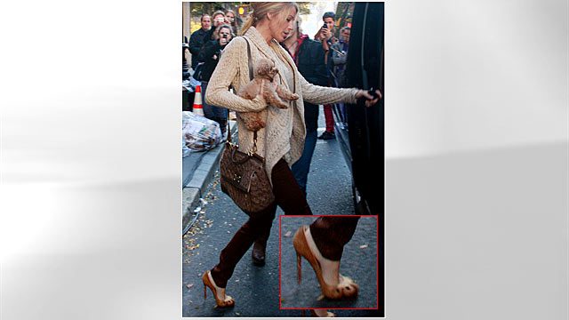 "PHOTO: Actress Blake Lively is seen on the set of the TV show ""Gossip Girl"" on location on the Upper East Side of New York's Manhattan borough, Nov. 9, 2011."