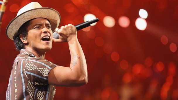 gty bruno mars kb 131206 16x9 608 Super Bowl Sheds Gray Hair for Youthful Halftime Performers