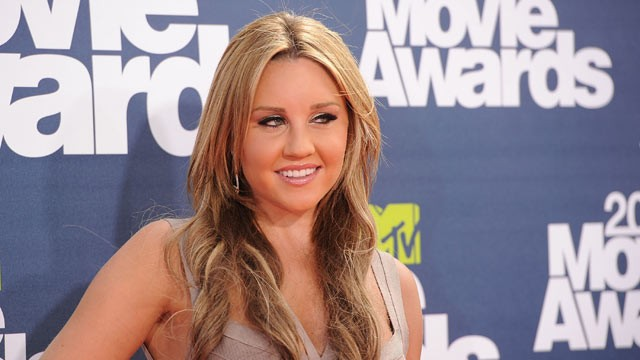 PHOTO: Amanda Bynes talks about &quot;25 things&quot; you don't know about her.