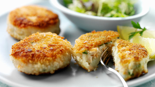 PHOTO: Try chili-lime or traditional Maryland crab cakes for a Baltimore Ravens-themed menu.