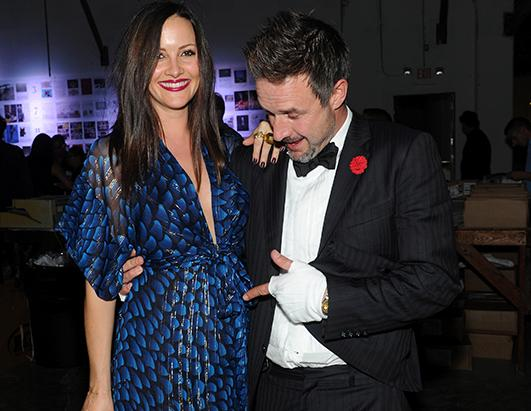David Arquette Points at Girlfriend's Pregnant Tummy