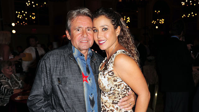 PHOTO: Singer Davy Jones and wife actress Jessica Pacheco-Jones attends 17th Annual Hollywood Welcomes The Stars benefit, Oct. 22, 2009 in Hollywood, Florida.