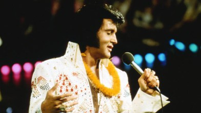 PHOTO:  Elvis Presley performs onstage at  the International Convention Center in Honolulu Hawaii on January 14 1973.
