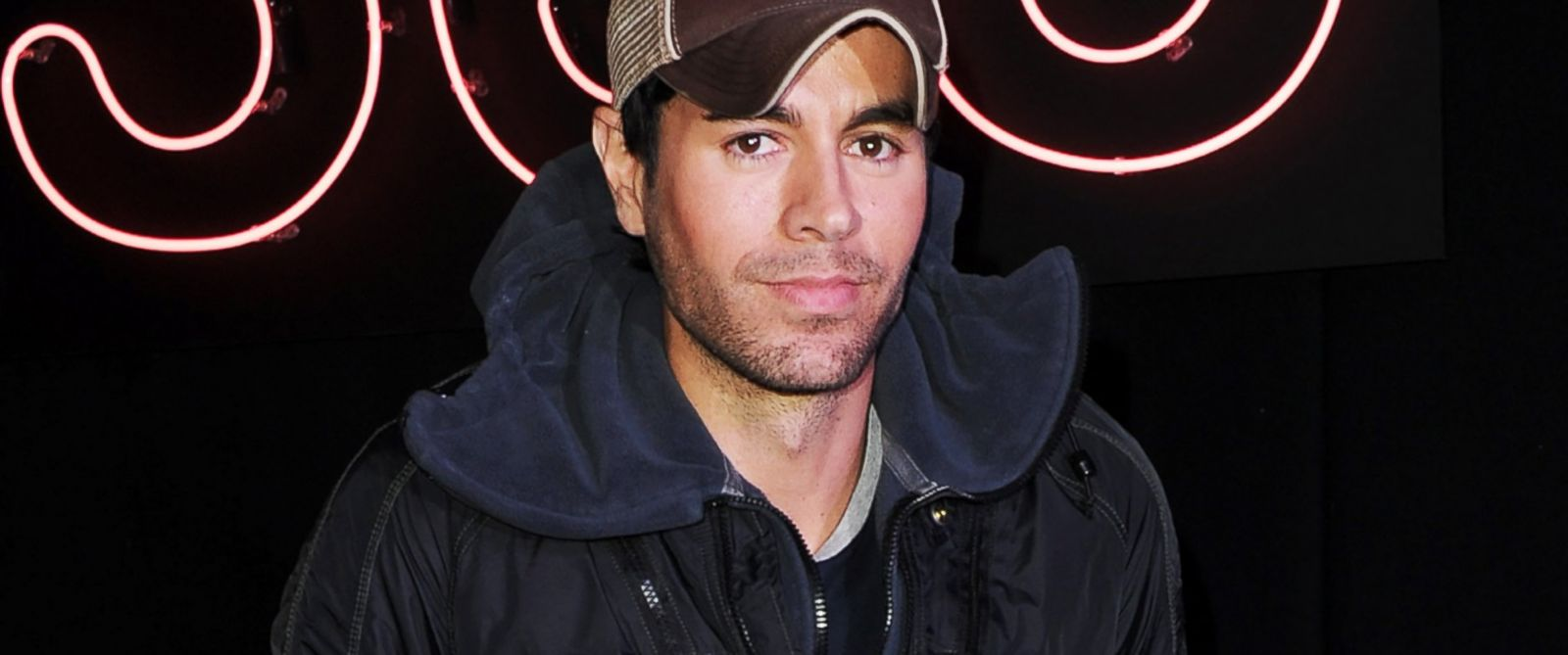 PHOTO: Enrique Iglesias meets fans and signs copies of his new album Sex + Love at HMV, Oxford Street on March 27, 2014 in London, England.