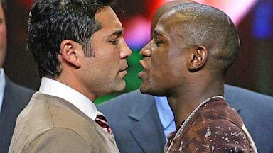 PHOTO: Boxers Oscar De La Hoya and Floyd Mayweather Jr.