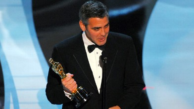 "PHOTO: George Clooney wins award for Performance by an Actor in a Supporting Role for ""Syriana""."
