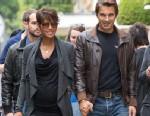 PHOTO: Halle Berry and boyfriend Olivier Martinez are seen strolling on the Avenue Montaigne, June 11, 2013, in Paris, France.