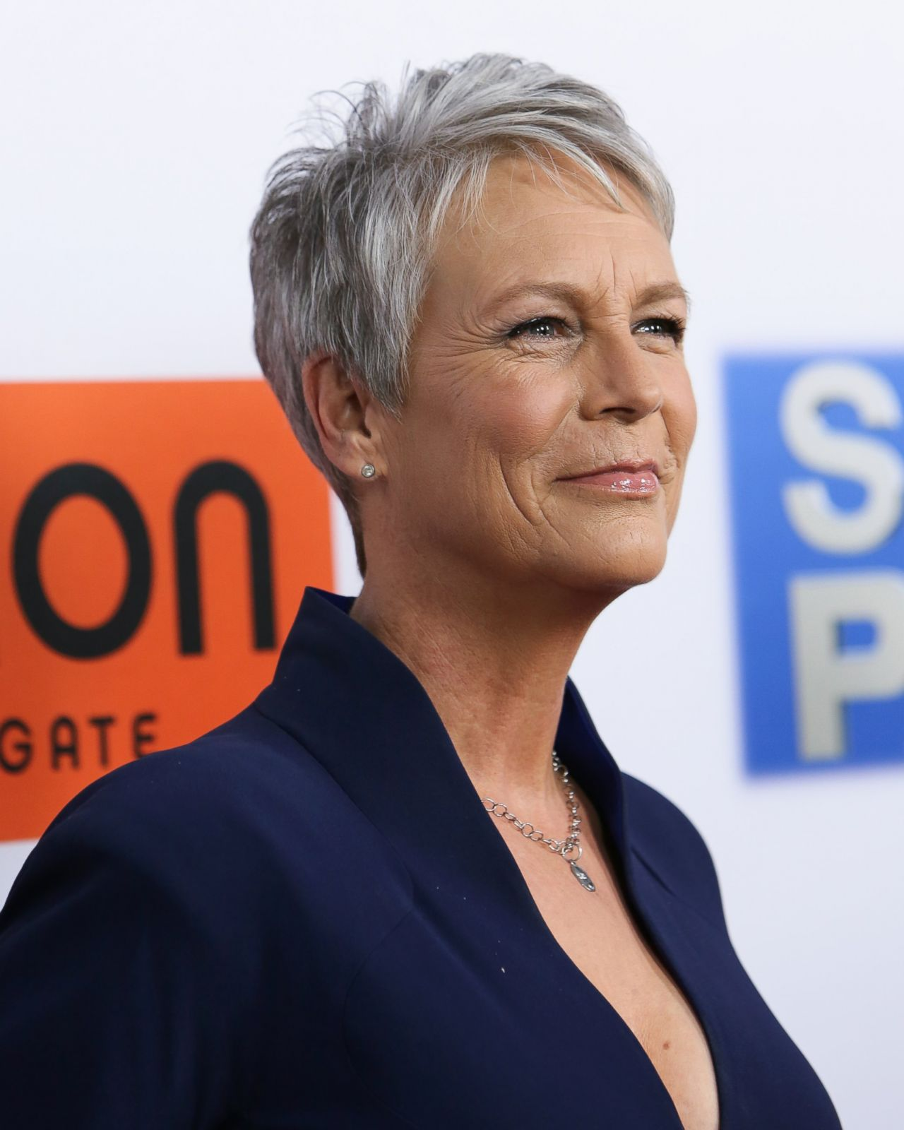 Jamie Lee Curtis Hits The Red Carpet Picture Fab Over 50