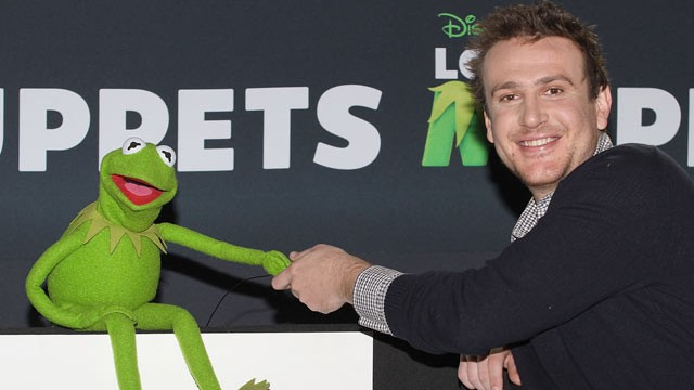 PHOTO: Kermit the Frog and actor Jason Segel attend a photocall to promote the new film &quot;The Muppets&quot; at the Four Seasons Hotel, Mexico City, Mexico, Oct. 28, 2011.