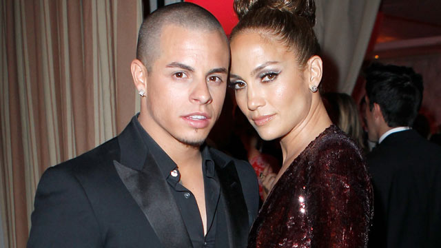 PHOTO: Casper Smart and Jennifer Lopez attend the 2012 Vanity Fair Oscar Party Hosted By Graydon Carter at Sunset Tower on Feb. 26, 2012 in West Hollywood, Cali.
