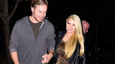 PHOTO: Eric Johnson and Jessica Simpson are seen in New York City, December 1, 2011 in New York City.