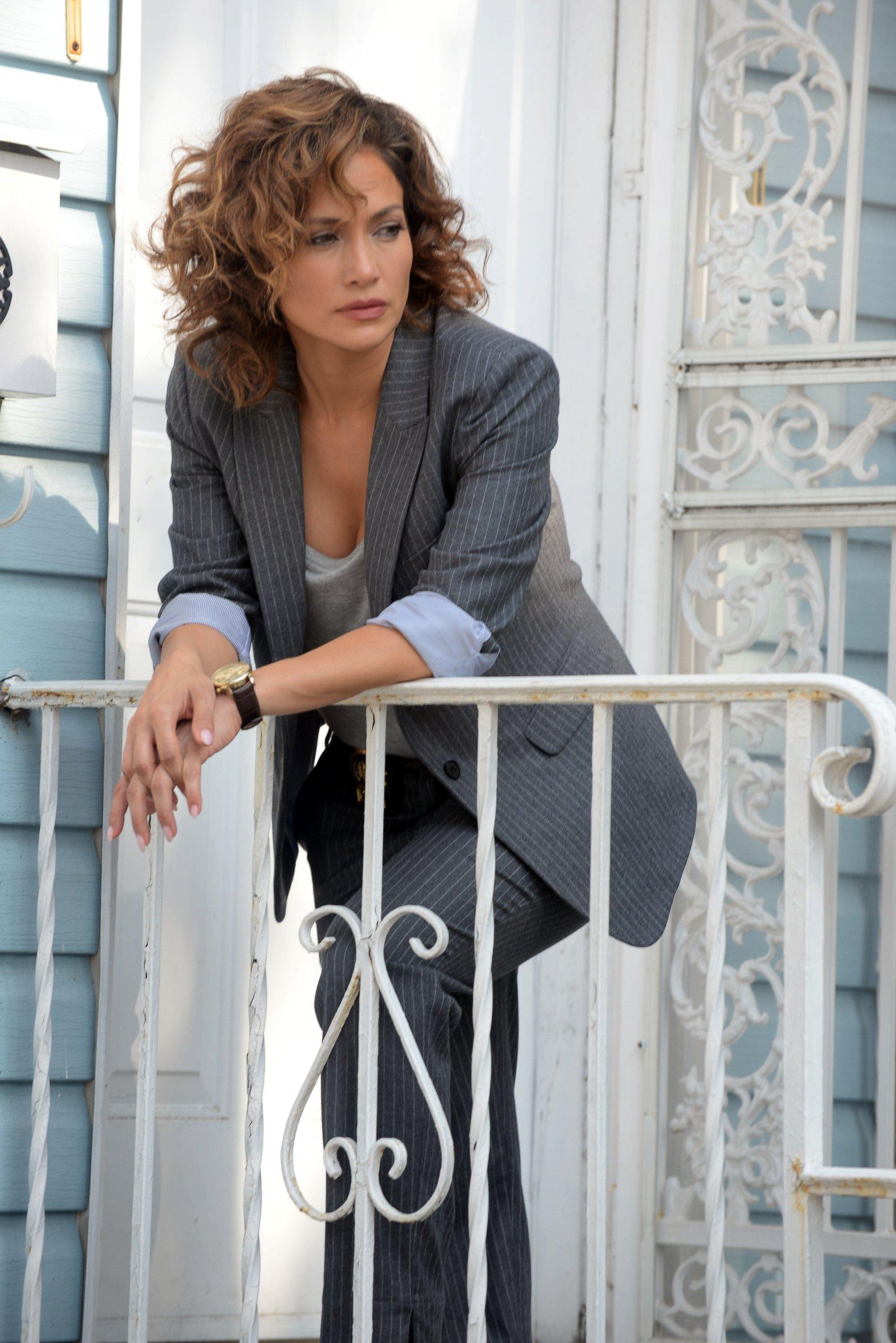 Jennifer Lopez Shoots Scenes as an Undercover Cop
