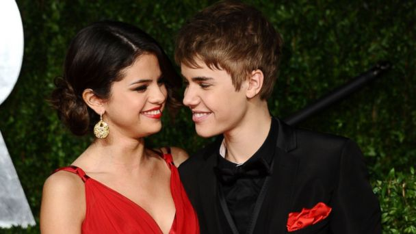 PHOTO: Singer/actress Selena Gomez and singer Justin Bieber arrive at the Vanity Fair Oscar party hosted by Graydon Carter held at Sunset Tower on Feb. 27, 2011 in West Hollywood, California.